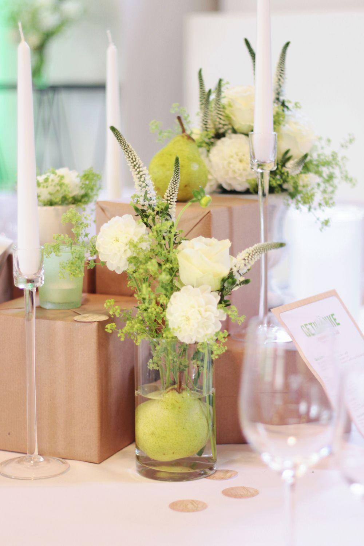 Tischdekoration für eine Hochzeit zum Thema \