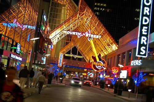 Fourth Street Live Is Louisville S Premier Dining Entertainment And Retail Destination Located On Between Liberty Ali