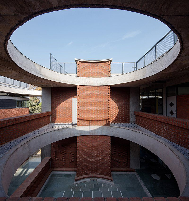 Shaily Gupta S School In India Features Brick Blocks Connected By A Floating Concrete Roof Concrete Roof Brick Roof