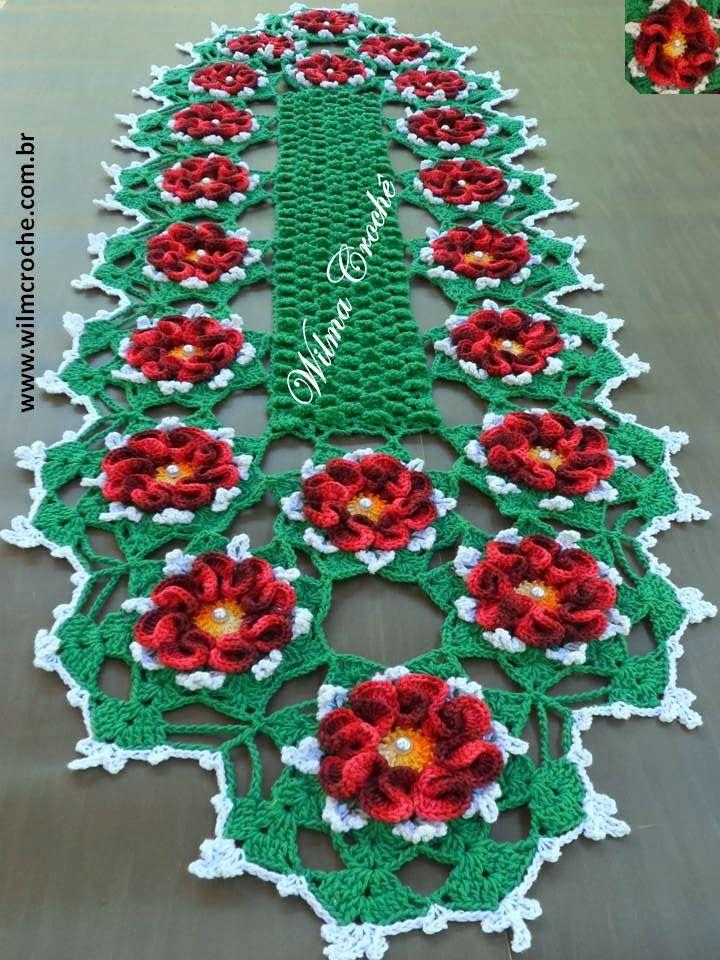Caminho de mesa confeccionado em barbante colorido nº 04 e linha duna.  Para fazer pegue o gráfico nos links abaix...