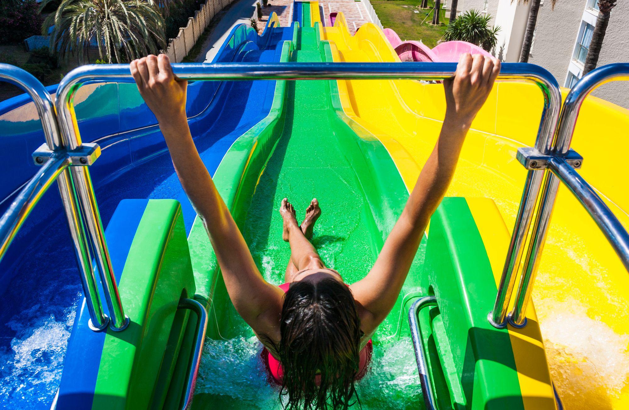 Diversión Asegurada En Los Toboganes De Nuestro Hotel Globales Playa Estepona Lots Of Fun At Our Water Park Hotel In Malag Parque Acuatico Toboganes Hoteles