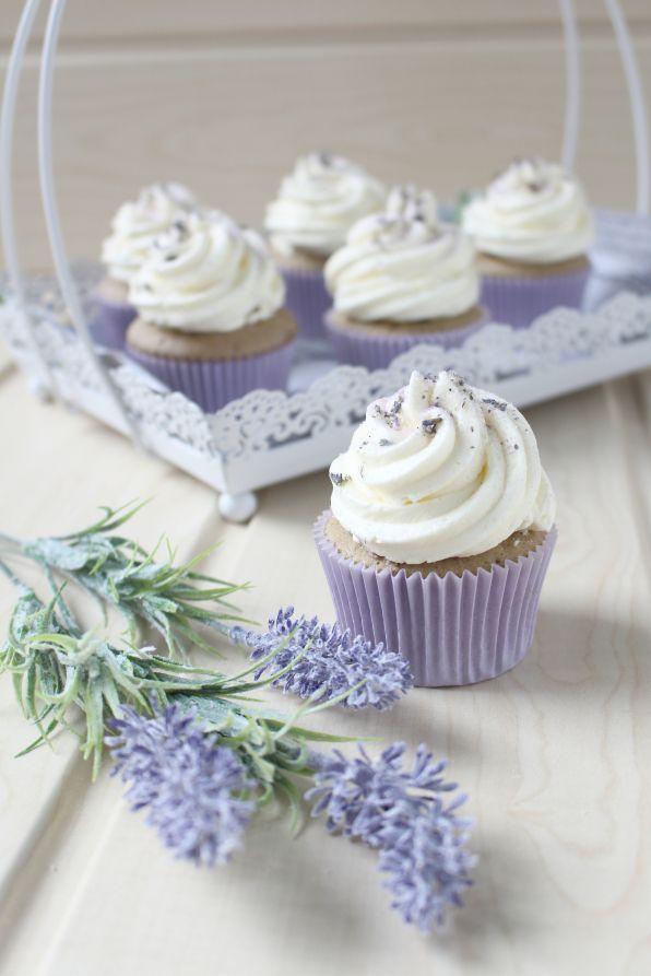 lavendel garten #garden #garten lavendel garten #garten #garten Lavendel-Brombeer-Cupcakes (Glck ist backbar) #lavendel #lavender #cupcakes #kuchen #backen #brombeer #frhling #swisseringue #buttercreme