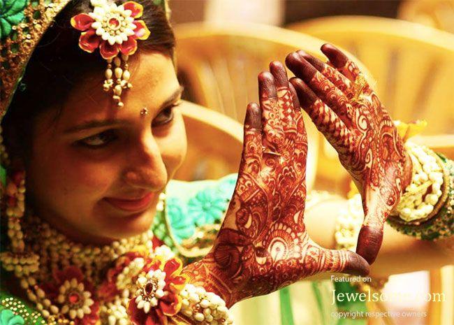 Flower Jewellery For Mehndi : Floral jewellery for mehndi stuff to buy pinterest flower