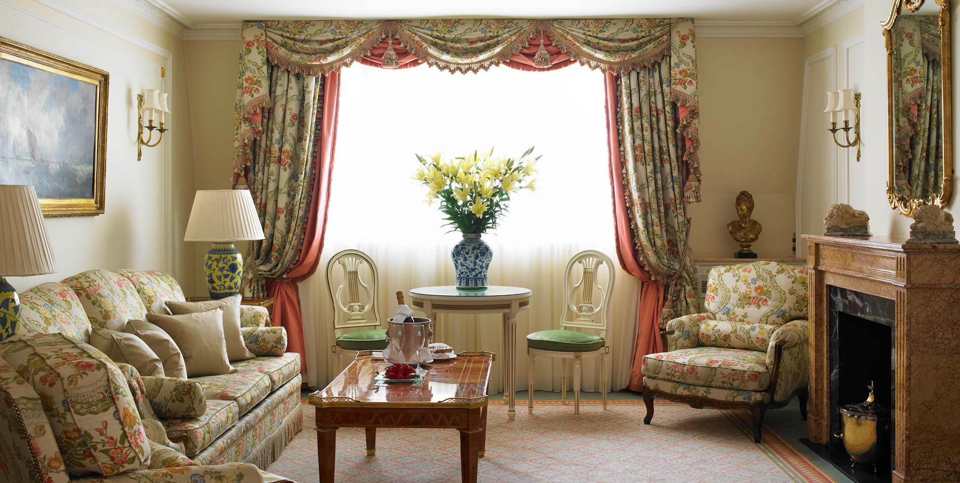 Superior Suites overlooking Piccadilly Bedroom decor
