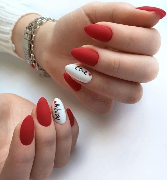 15 Stunning Ideas Of The Main Trend Of This Fall Letters And Words On Nails Absolute Beauty Tips V 2020 G Krasnye Nogti Manikyur Na Den Svyatogo Valentina Nogti