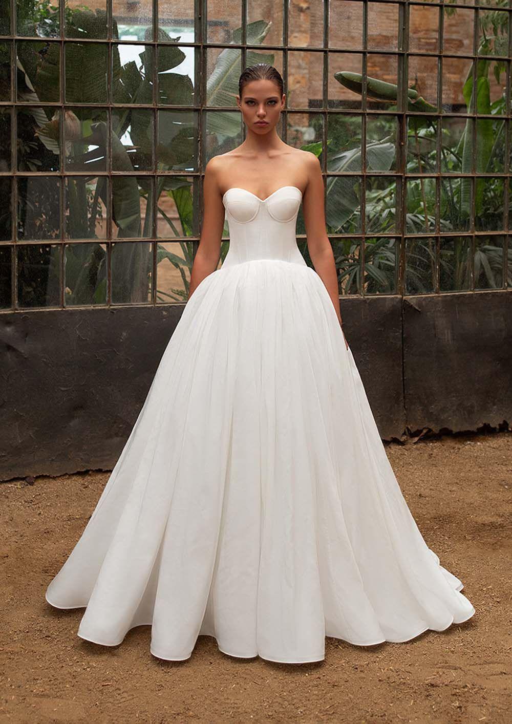 Zac Posen For White One Fall 2020 Wedding Dresses Weddingbells Wedding Dresses Simple Fall Wedding Dresses Wedding Dresses [ 1414 x 1000 Pixel ]