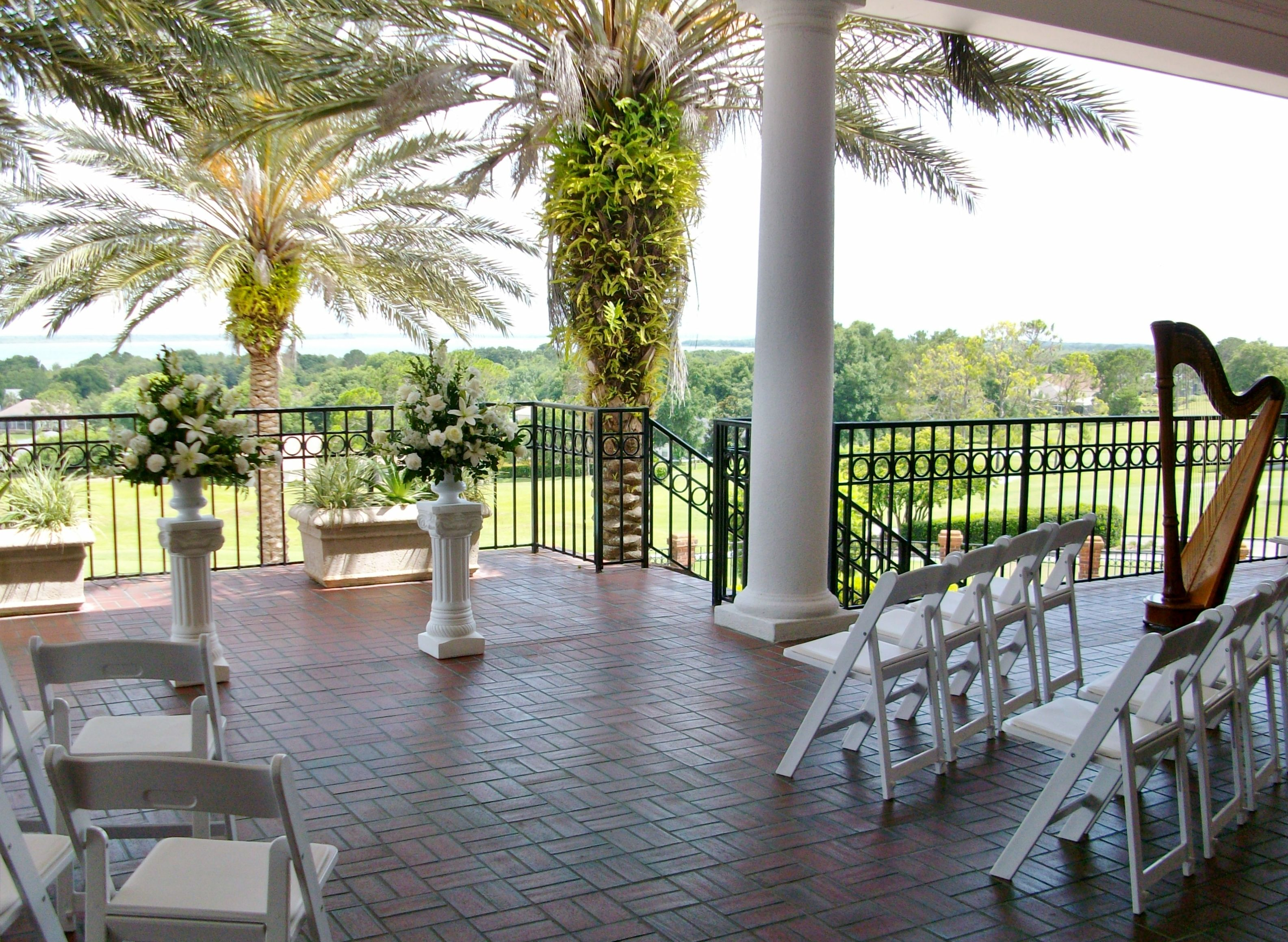 Harbor Hills Country Club Wedding Ceremony On The Terrace Overlooking Golf Course And Lake Griffin