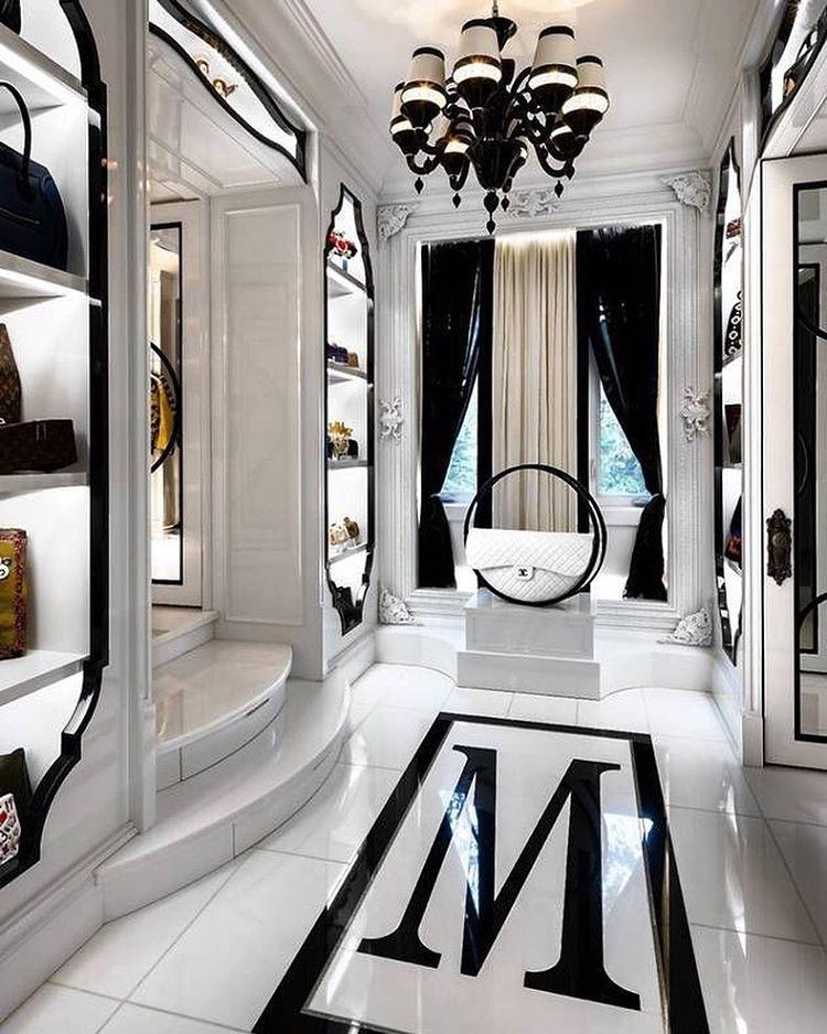 Ankleidezimmer luxus  Zobacz na Instagramie zdjęcie użytkownika @glam_fashion_decor ...