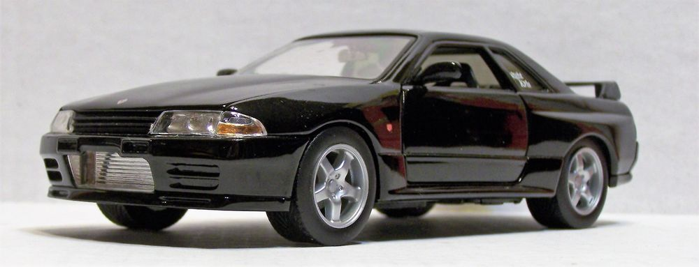 Scooby Designs colore: Nero argento e rosso adesivi a cupola 45 mm Copricerchi in lega Nissan GTR Skyline R34 R35 R33