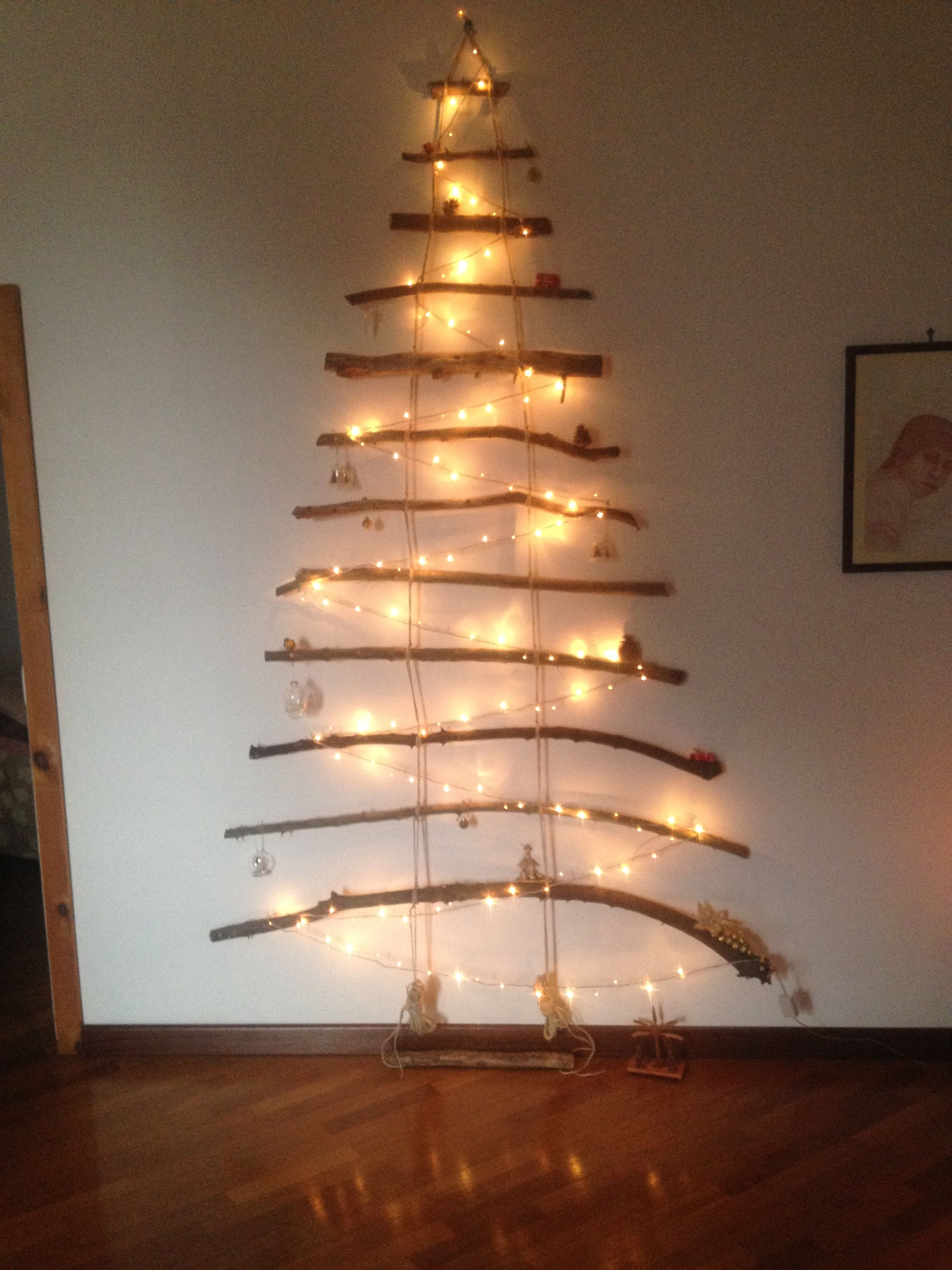 Albero Di Natale Yahoo.Albero Di Natale Realizzato Con Rami D Albero E Spago Slovenca Yahoo It Pigne Dipinte Alberi Di Natale Natale
