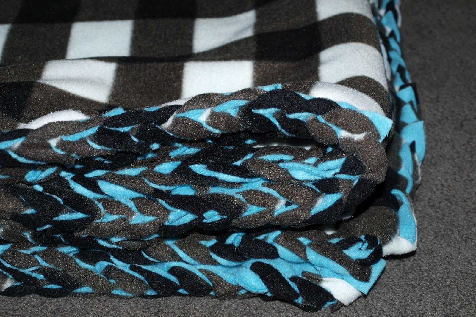 Best 25 Fleece Blanket Edging Ideas On Pinterest Tie