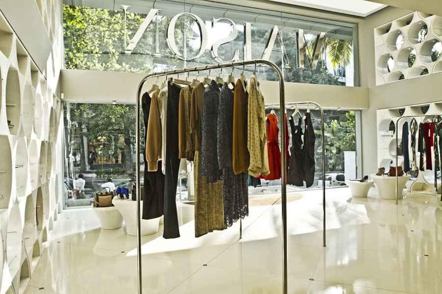 Pin By Sana Maarrawi On Hilwa Shop Design Fashion Boutique Home