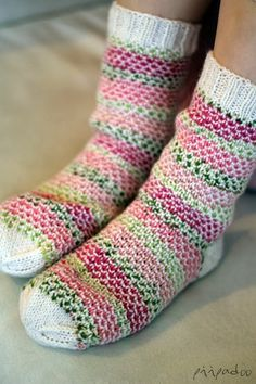Broken Seed Stitch Socks http://www.ravelry.com/patterns/library/broken-seed-stitch-socks