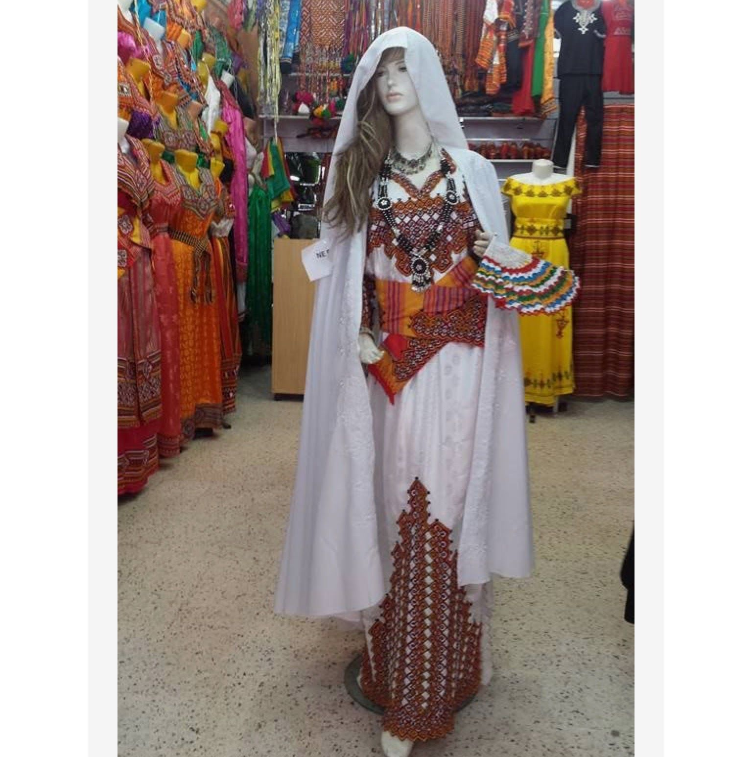 Traditional tunisian wedding dress  Pin by Youcef Bendou on Kabylie  Pinterest
