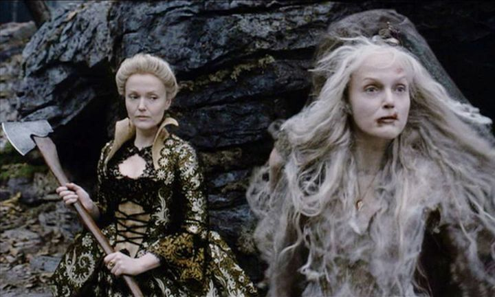 miranda richardson pictured here in her dual role of lady van tassel and the crone sister in tim burtons sleepy hollow - Sleepy Hollow Halloween Costumes