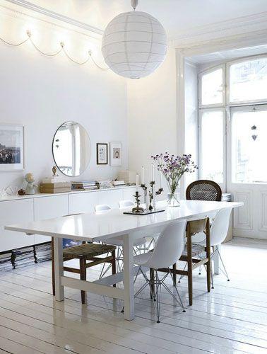 salle-a-manger-blanche-chaise-coque-blanche-et-chaises-bois ... - Chaise De Salle A Manger Blanche