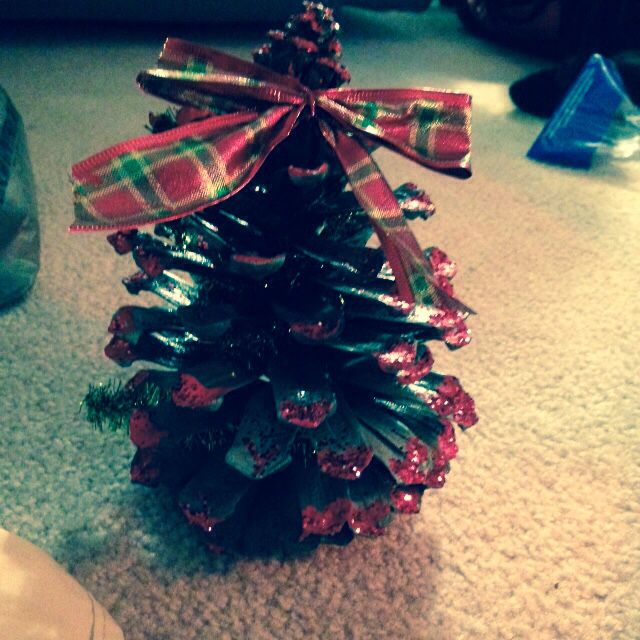 Christmas tree with a bow pinecone Christmas crafts Pinterest