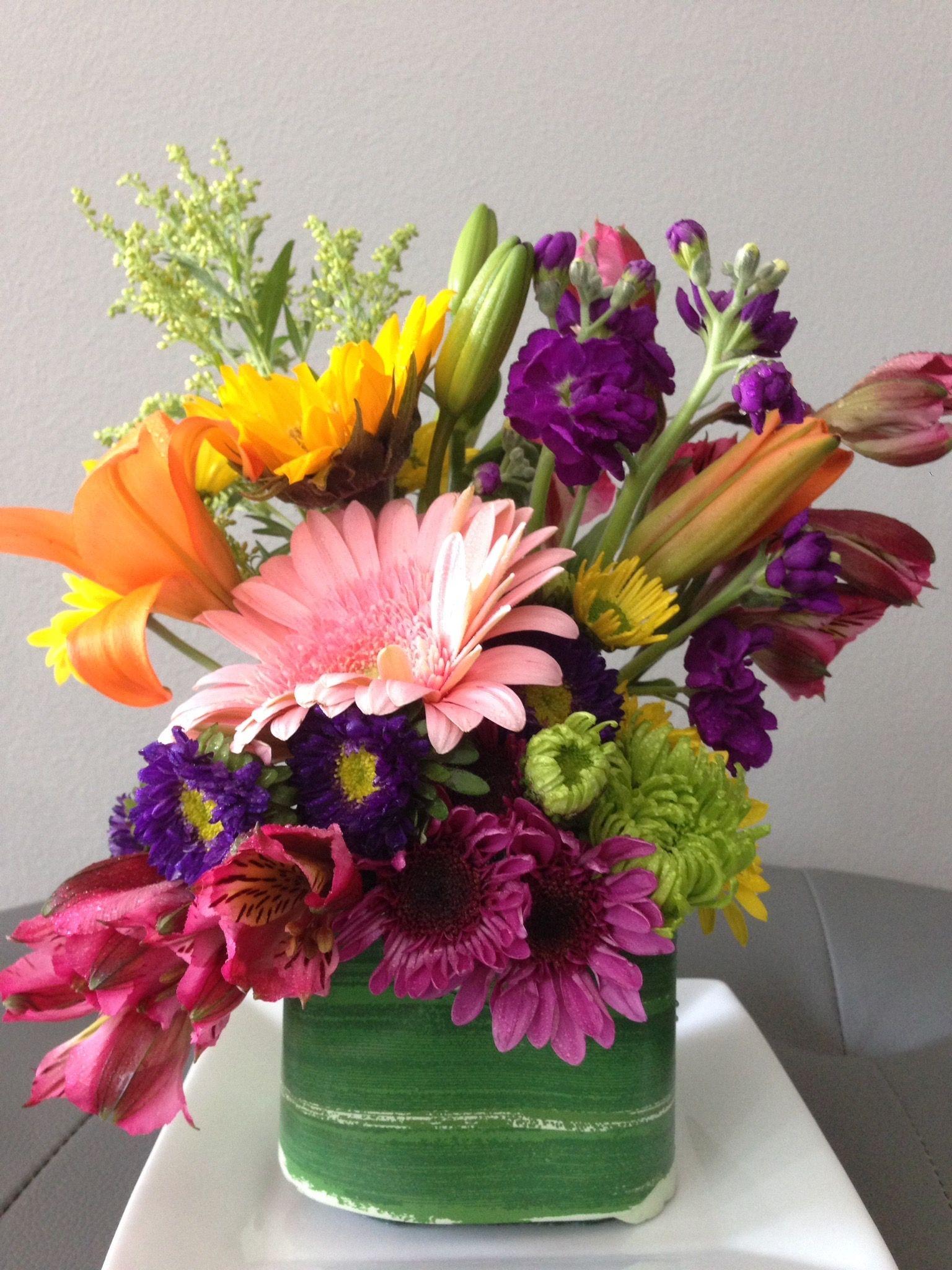 DIY inexpensive Flower arrangement using a 10 mix bunch