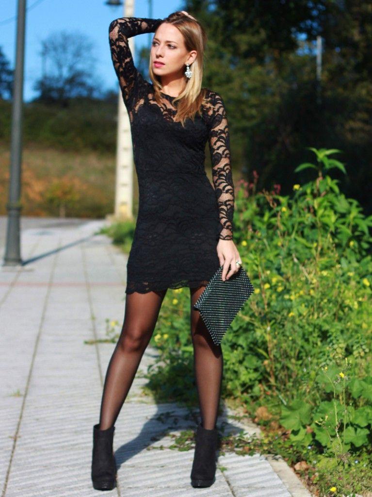 72017d1b4 Hoy un look perfecto para las fiestas navideñas que se aproximan. Está  formado por vestido de encaje negro y botines negros con strass de Marypaz.