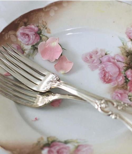 Fine China And Rose Petals / Romantic Homes Magazine