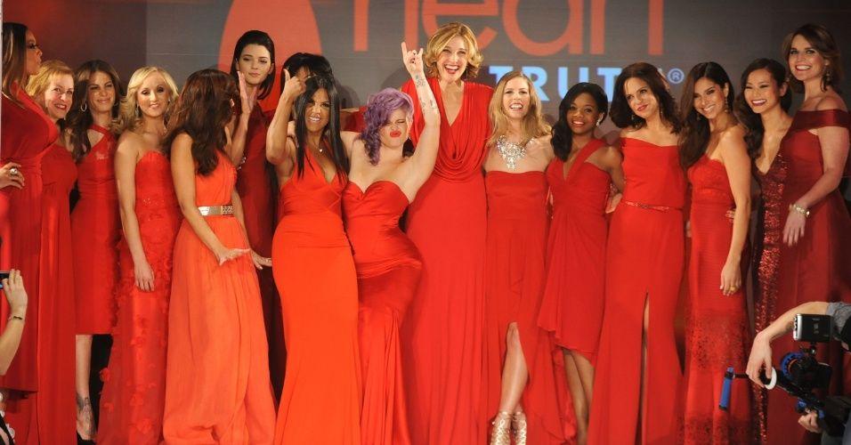 Os vestidos vermelhos tradicionalmente inauguram a semana de moda de Nova York com o desfile beneficente Heart Truth Red Dress com o objetivo de conscientizar as mulheres sobre as doenças do coração. A apresentação é famosa por reunir celebridades em peças criadas por estilistas renomados