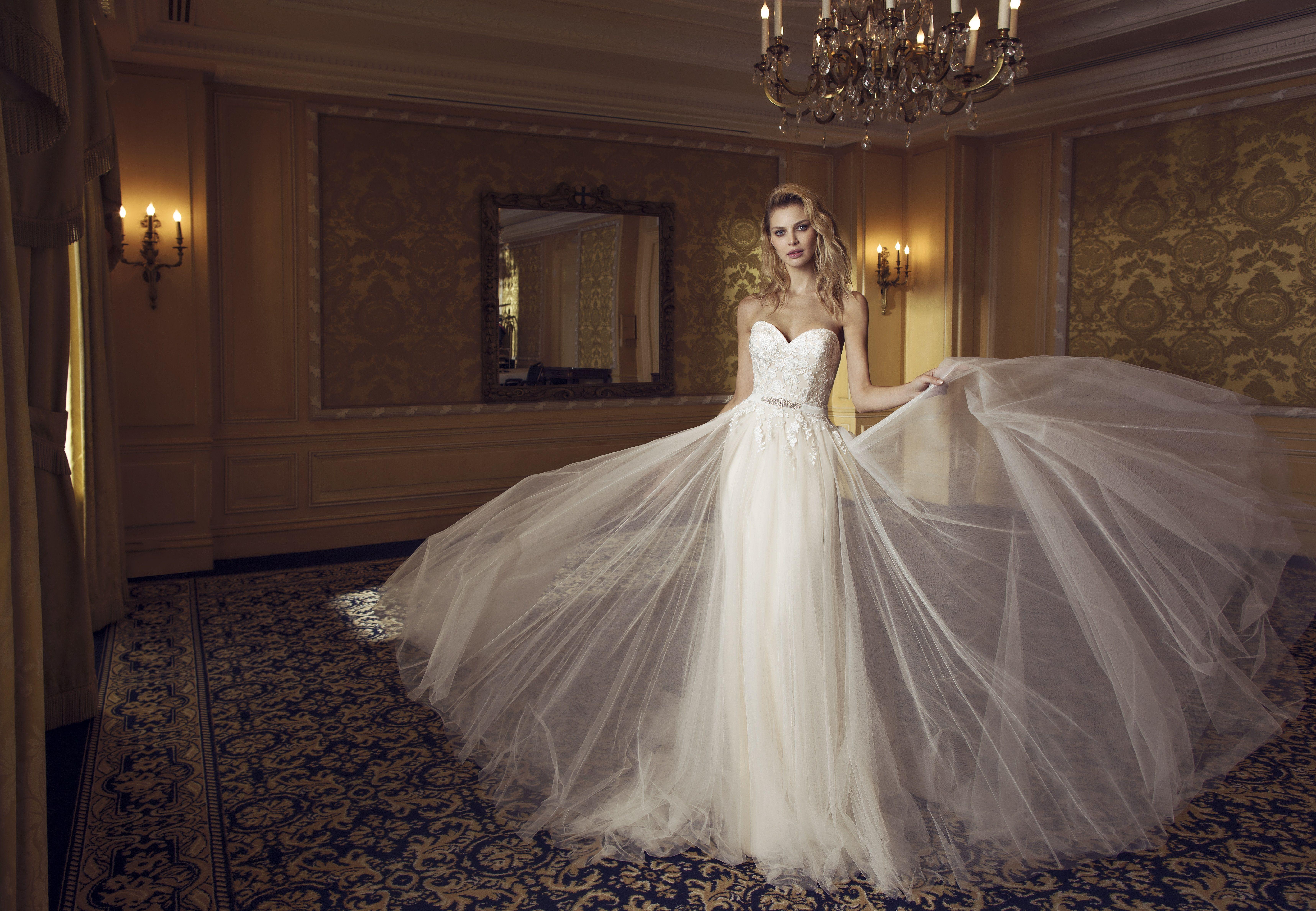 Glamourös - hier kommt die Braut! Leichtes, fließendes ...