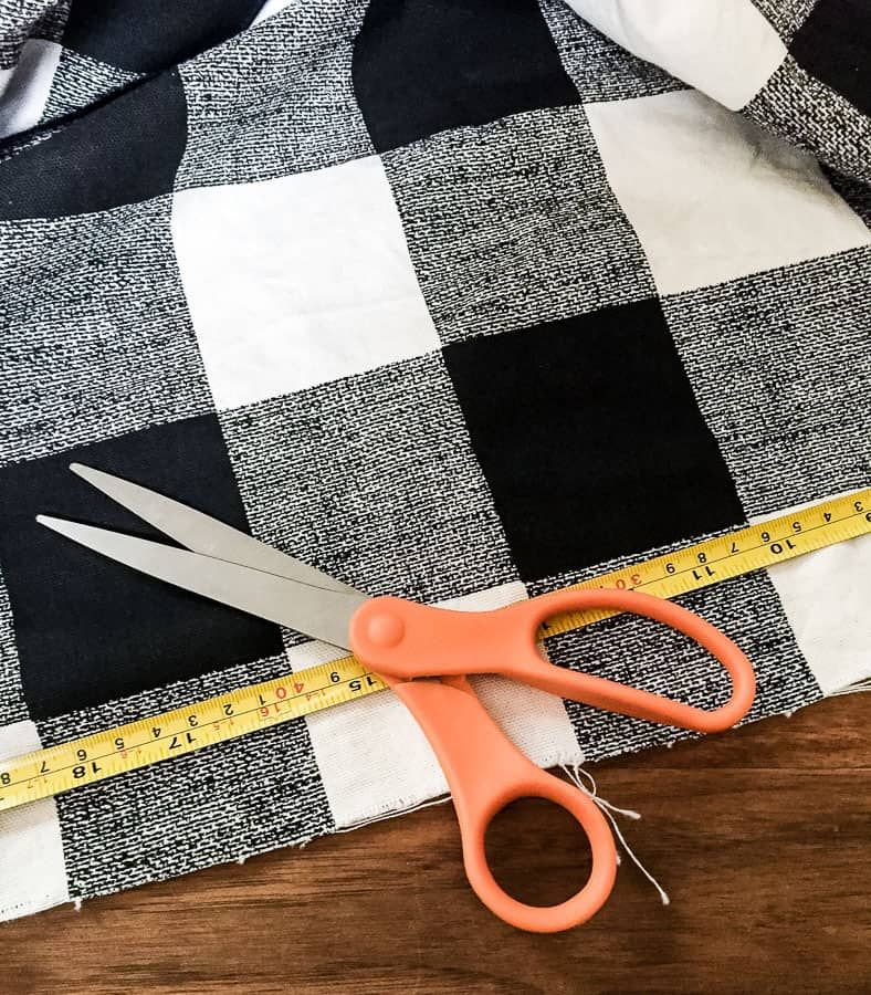 Learn How To Make A Table Runner Semigloss Design Fabric Table Runner Table Runners Diy Easy Quilted Table Runners Patterns