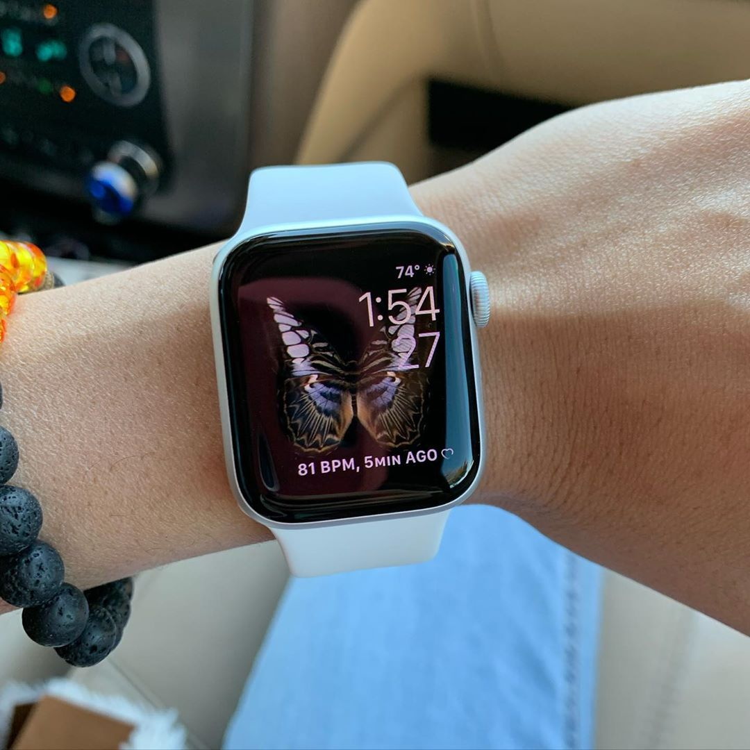 Hubby Got My An Apple Watch Series 5 Today And I Love It The Screensavers Even Move And Change Colors And You Can App Apple Watch Apple Watch Series Apple