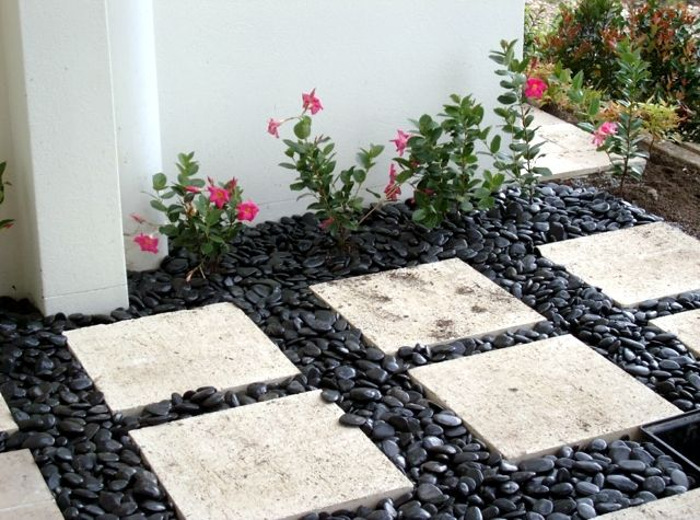 Captivating 10 Delightful Garden Decorations With Pebbles