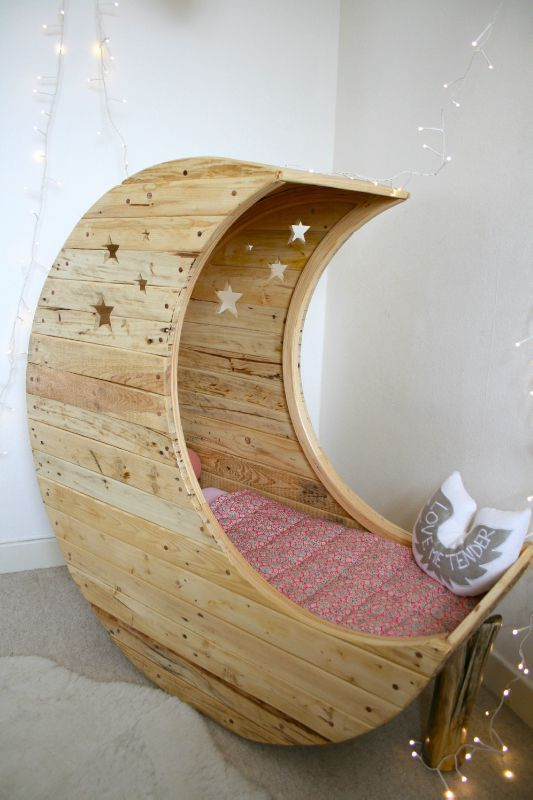 berceau en bois de palette home sweet home pinterest lit enfant enfant et lit. Black Bedroom Furniture Sets. Home Design Ideas