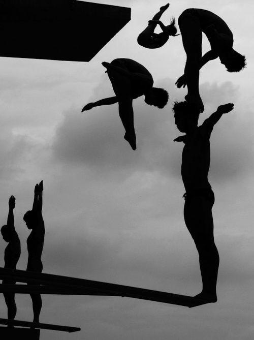 trampolin blanco y negro