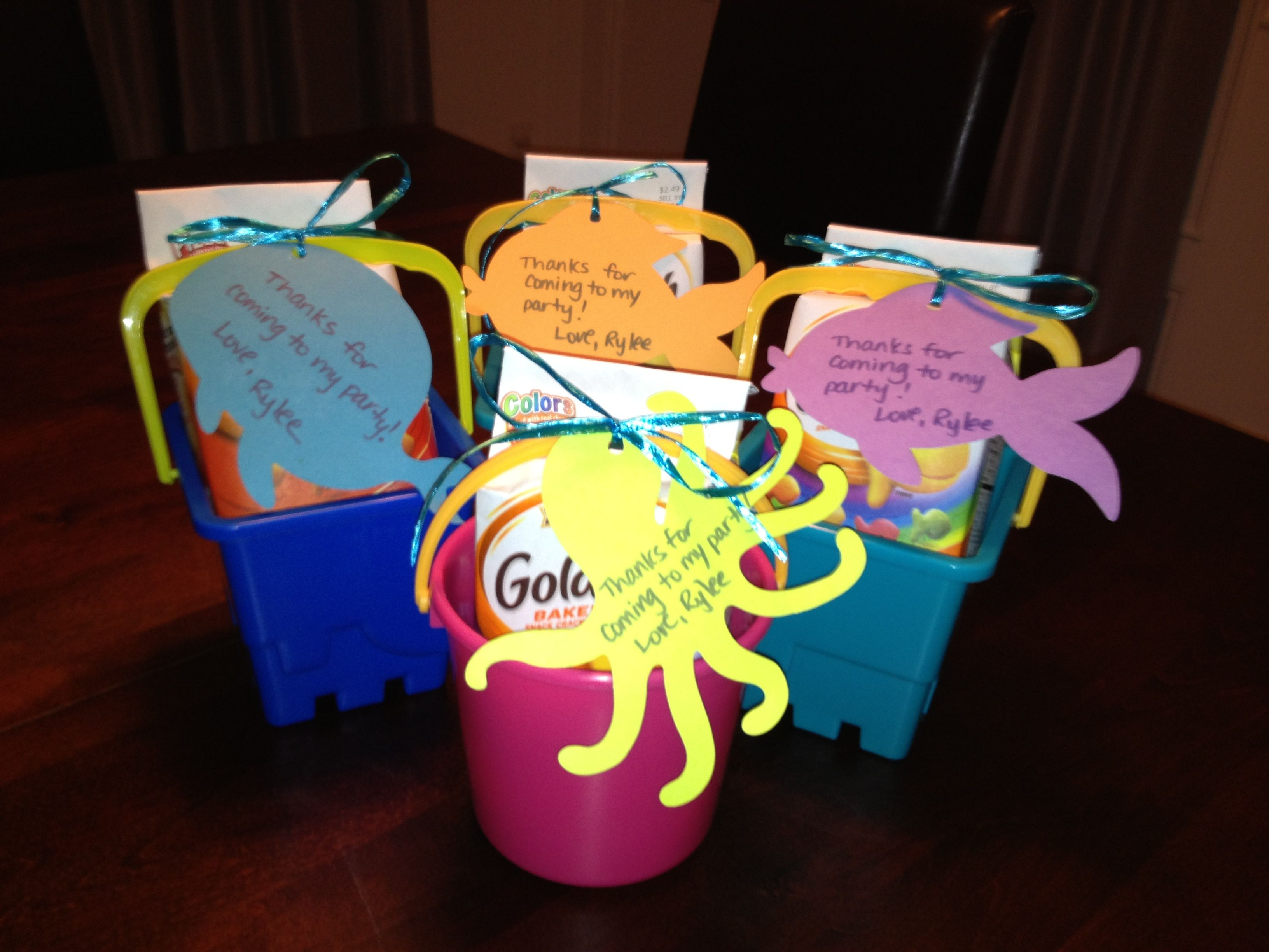 Beach Themed Birthday Party Favors For My 2 Year Old Buckets With Her Favorite Snack Goldfish Turquoise Rafia And Sea Creature Cut