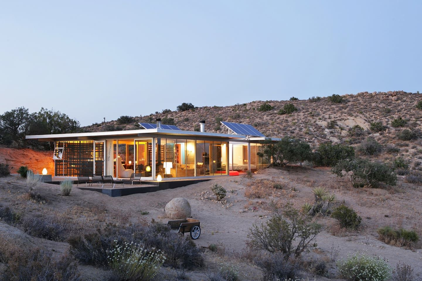 House in Pioneertown, United States. The Off-grid itHouse brings ...