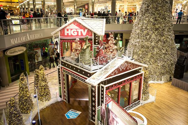 hgtv holiday house at the mall of america is a must see for decorating nerds - Mall Of America Christmas Decorations