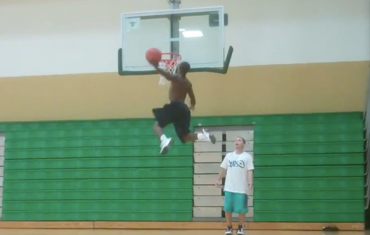 UNREAL Shortest Professional Dunker in the World! 5ft.5