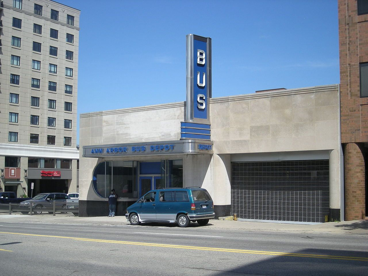 Ann Arbor Bus Depot (1940) Ann Arbor Michigan. Architectes : Banfield and Cumming & Douglas Loree.