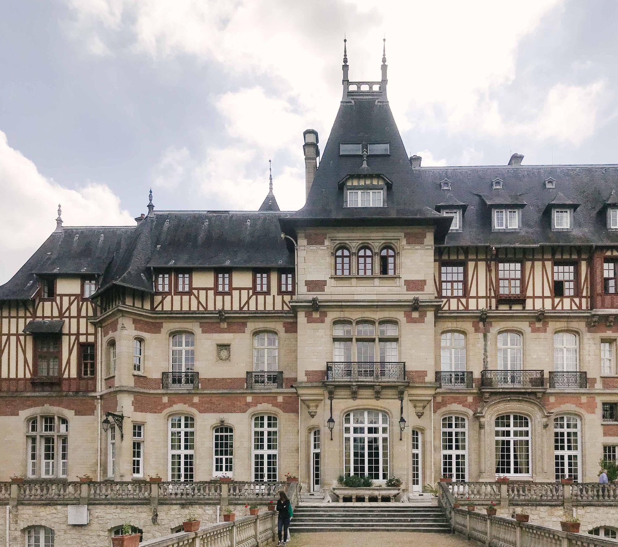 La Façade Du Château De Montvillargenne En 2020
