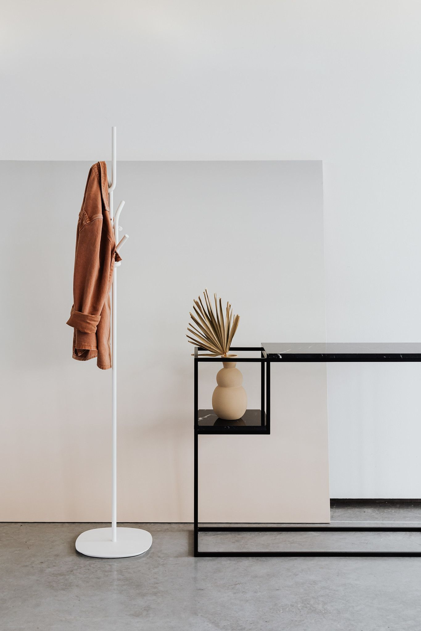HOP MAXI is a console with a marble top on a black steel frame. Ideal for the hall, living room and bedroom. The lowered shelf is a great way to arrange flowers and books. Simplicity and harmony are best answer. #uncommondesign #marbleconsole #marbledesign #livingroomdecor #hallinspiration  Fot. Karolina Grabowska // Kaboompics