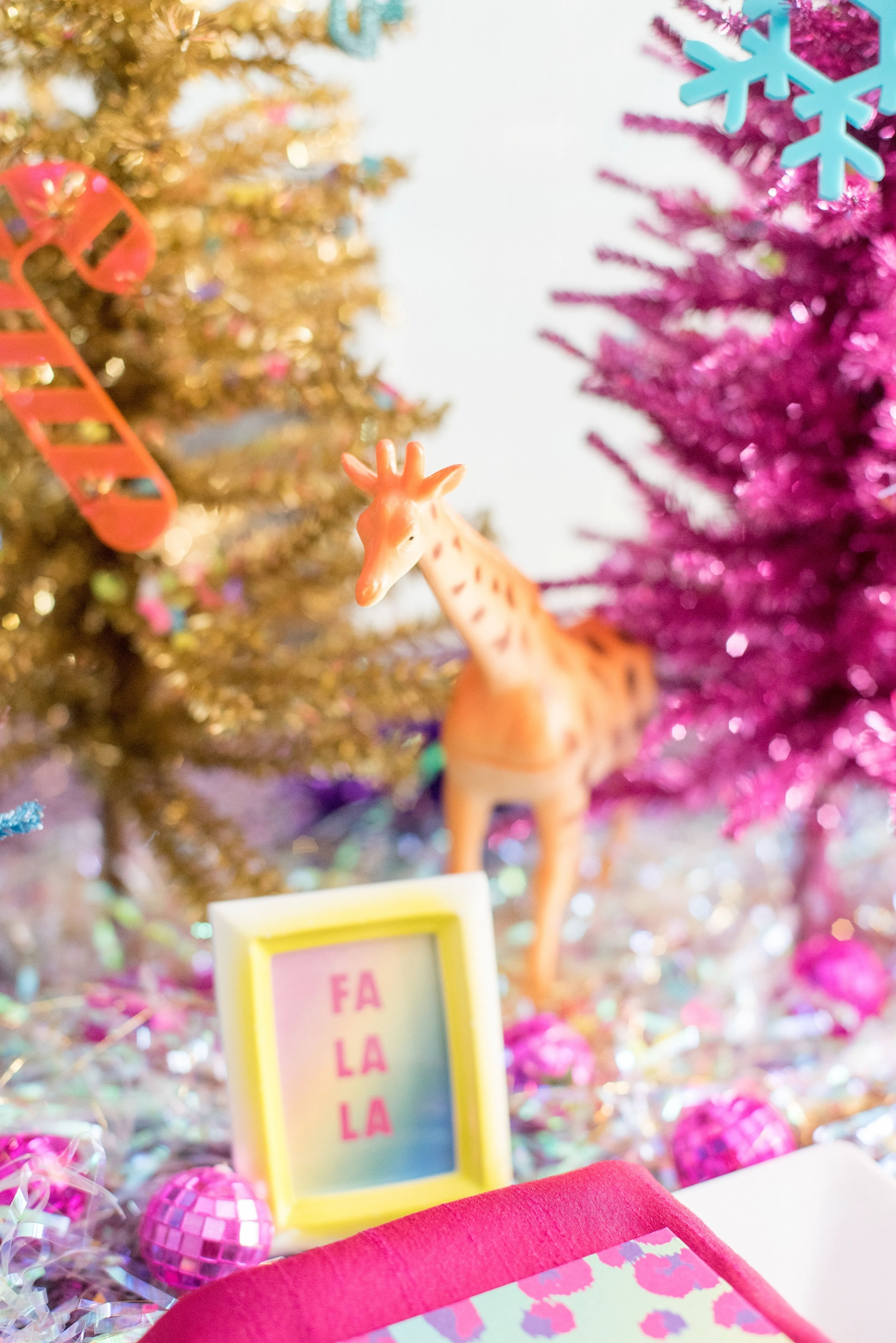 Christmas Events 2021 Nys Colorful Tinsel And Sequin Christmas Party Ideas In 2021 Holiday Tablescapes Pink Christmas Tree Holiday