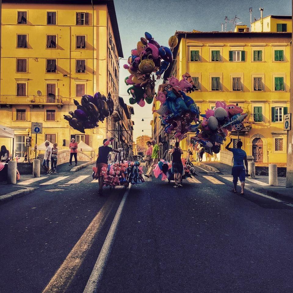 """""""Bambini piangete che mamma ve lo compra"""" Via Borra, quartiere La Venezia, Livorno. 1° riScatto urbano di Robertina (Il Dè nel deserto). Saranno conteggiati i """"mi piace"""" al seguente post: https://www.facebook.com/photo.php?fbid=120225071657906&set=o.170517139668080&type=3&theater"""