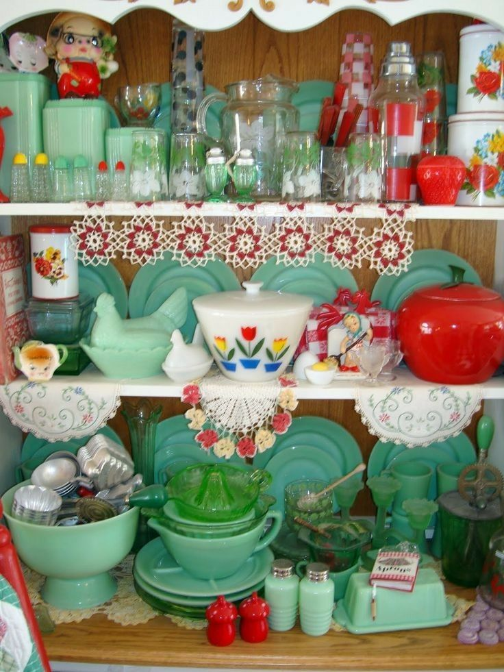 Kitchen colors (plus brown) jafite Pinterest Vintage kitchen