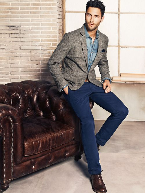 Really like the tweed blazer, pants color, and shoes