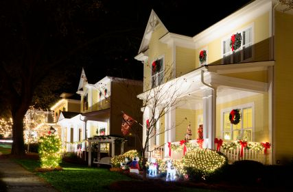 4 reasons why home shopping over the holidays may mean big real estate bargains.