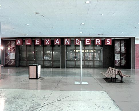 sneaker stores in kings plaza mall