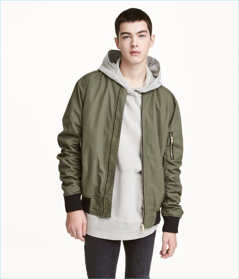 6e2fe9fd8021 Layer up with a hoodie and H&M Divided's bomber jacket in khaki green.