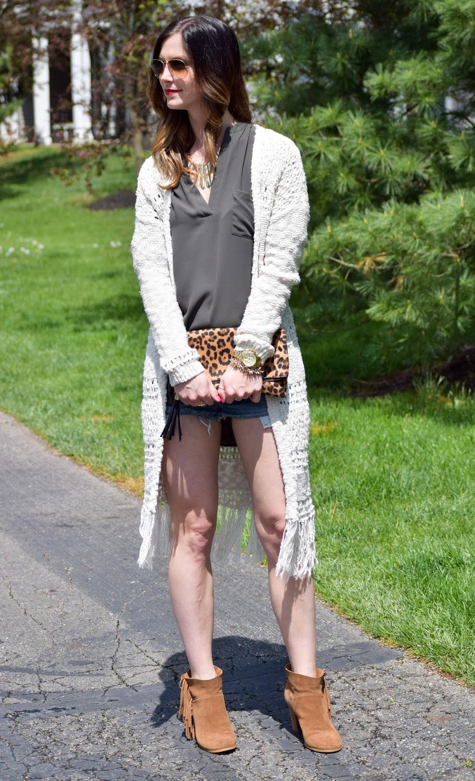 Love mixing this fringe cardigan with shorts for those chilly days! www.styleandsequins.com