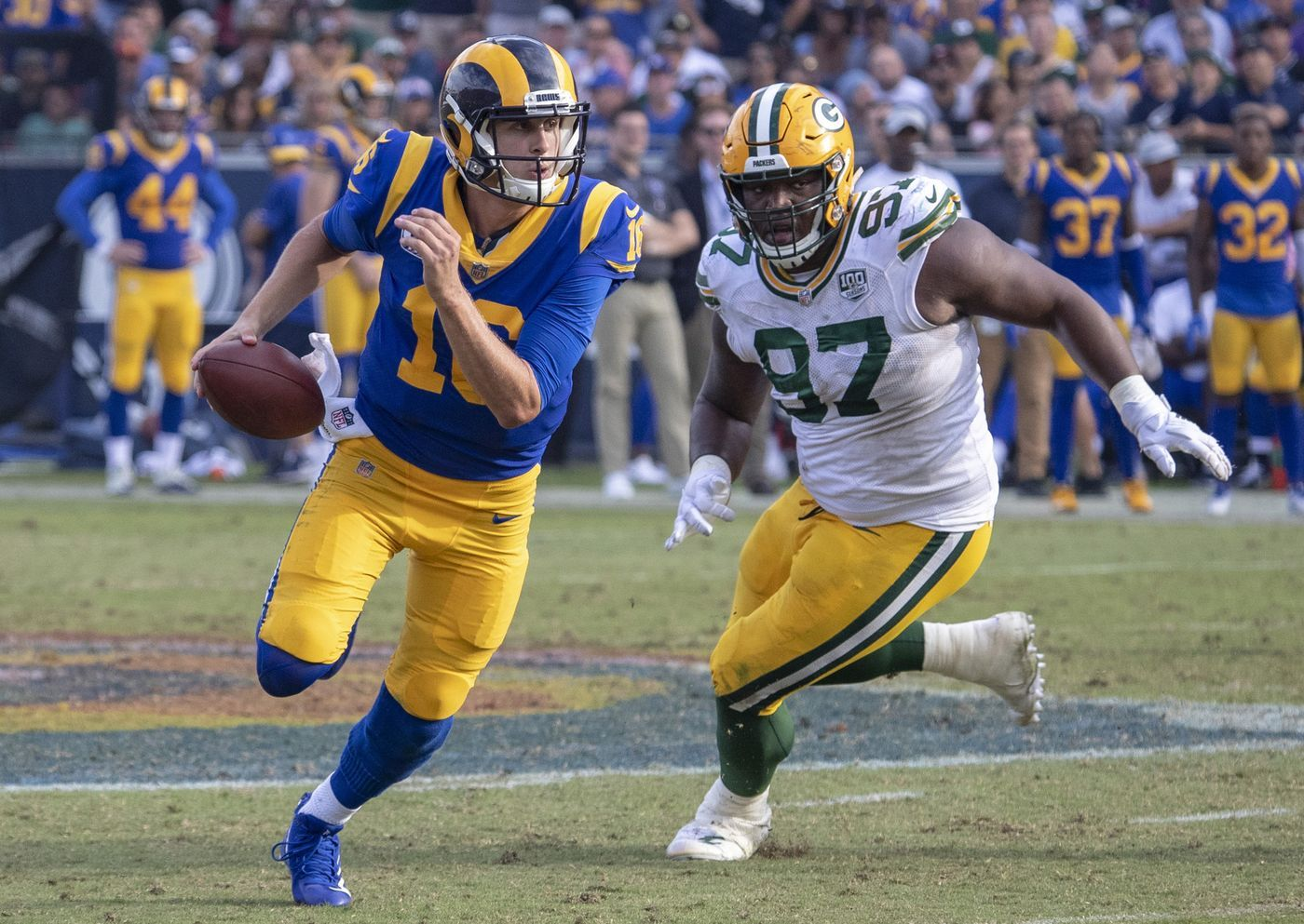 Jared Goff And Rams Outduel Aaron Rodgers And Packers For A 29 27 Victory With Images Rams Football Aaron Rodgers Jared Goff