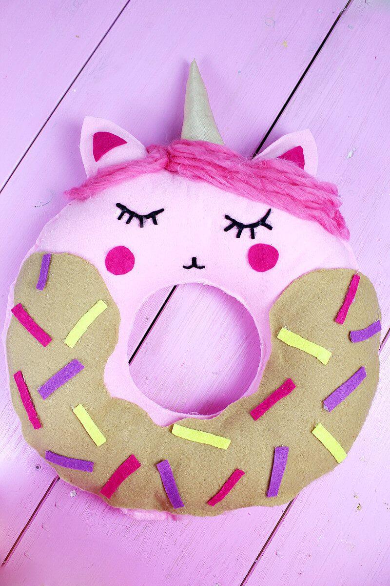 diy donut kissen mit einhorn motiv selber machen anleitung ohne n hen diy geschenke. Black Bedroom Furniture Sets. Home Design Ideas