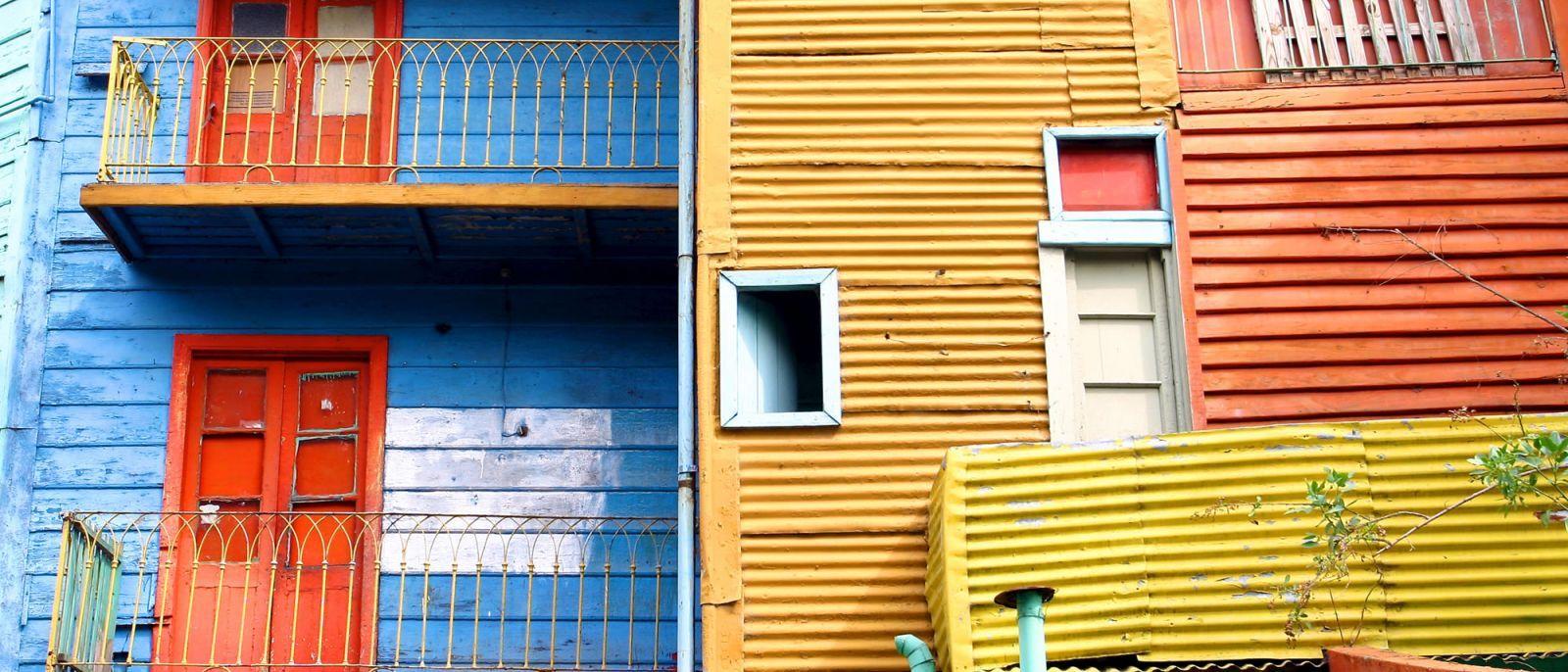No pierdas la oportunidad de un paseo por la multifacética Buenos Aires. Desde el bullicioso centro, pasando por los tradicionales empedrados de San Telmo hasta llegar al colorido Caminito de La Boca. http://bit.ly/1skU82s