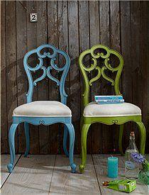 Barockstuhl Der Barockstuhl im Antiklook in bunten Farben kommt fertig montiert in Ihr Haus. Die Sitzfläche ist gepolstert und mit einem Leinenstoff bezogen.